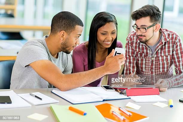 Os alunos que utilizem um telemóvel e Tablet