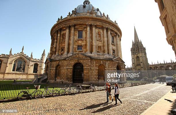 Students walk past the Radcliffe Camera building in Oxford city centre as Oxford University commences its academic year on October 8 2009 in Oxford...