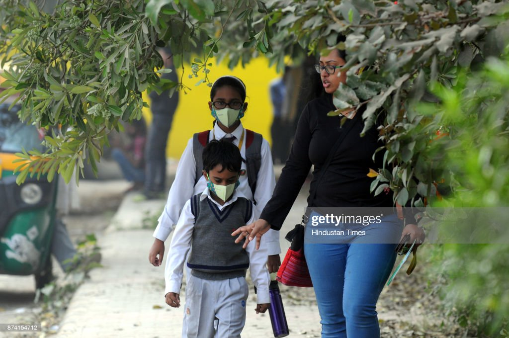 Students wearing anti-air pollution masks while going to school, on November 14, 2017 in Gurgaon, India. Delhi battled with severe air pollution on Tuesday as well. The Air Quality Index improved to an average reading of 308, even as the Delhi government extended the ban on entry of trucks. Here are the live updates of the situation in the National Capital Region.