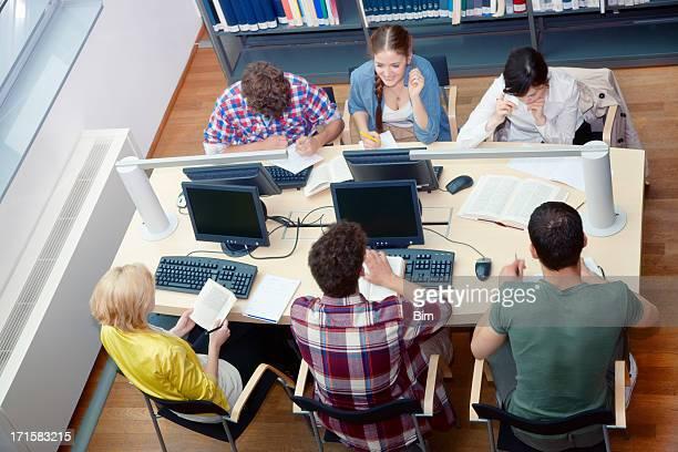 学生のはライブラリーテーブル、高角度のビュー