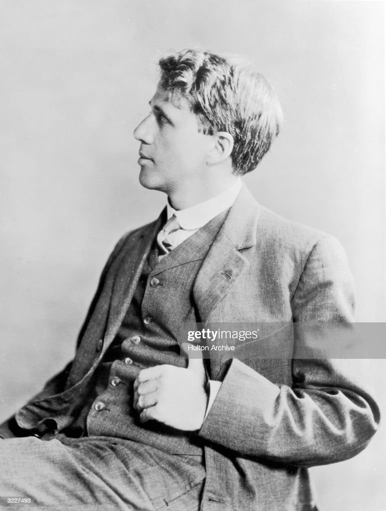 A studio portrait of American poet and teacher <a gi-track='captionPersonalityLinkClicked' href=/galleries/search?phrase=Robert+Frost+-+Poet&family=editorial&specificpeople=213641 ng-click='$event.stopPropagation()'>Robert Frost</a> (1874 - 1963) taken in England, where he lived from 1912 - 1915, publishing his first book 'A Boy's Will' in 1913.