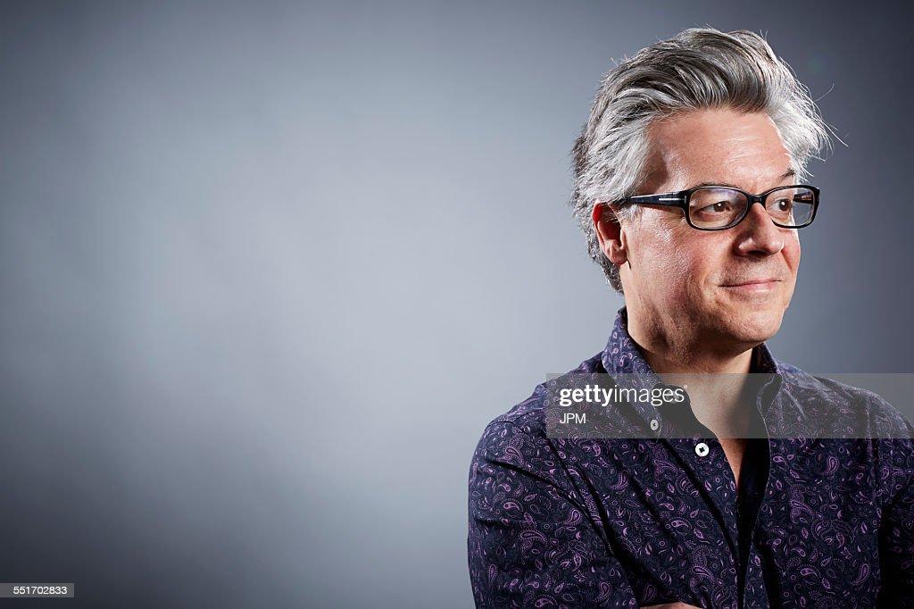 Studio portrait of mature businessman looking away : Stock-Foto