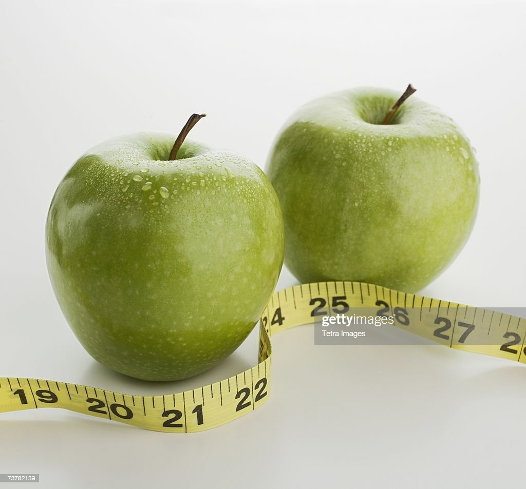 Studio shot of apples and tape measure : Stock Photo