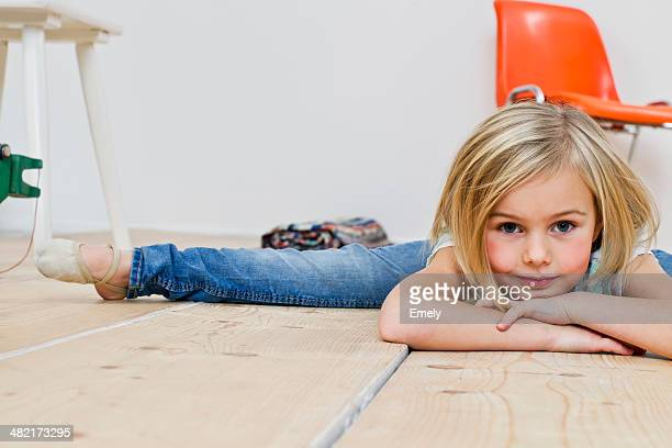 Studio shot of girl doing the splits