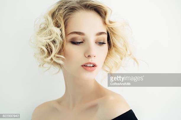 Colpo di Studio di giovane splendida donna