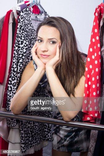 Studioaufnahme der junge model Sie Kleid zu tragen. : Stock-Foto