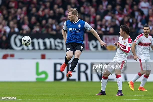 Stuttgart Deutschland 2 Bundesliga 12 Spieltag VfB Stuttgart DSC Arminia Bielefeld Andreas Voglsammer gegen Takuma Asano