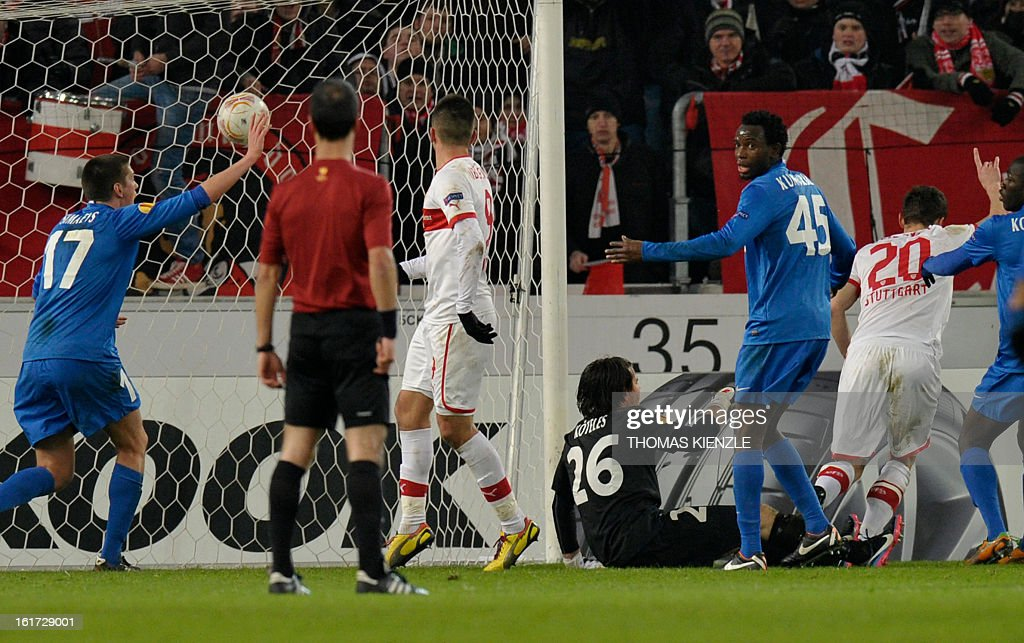 Stuttgart's midfielder Christian Gentner (R, number 20) celebrates after he scored the 1-0 past Genk's Hungarian goalkeeper Laszlo Koeteles (C) during the UEFA Europa League football match Stuttgart - KRC Genk on February 14, 2013 in Stuttgart, southern Germany.