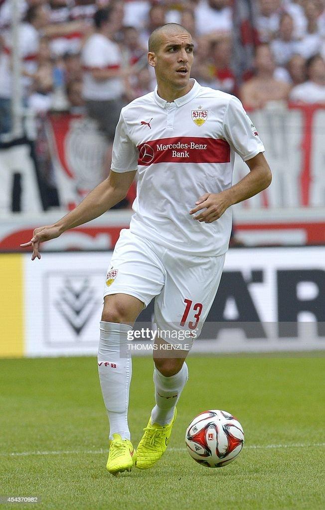 Stuttgart's Spanish midfielder Oriol Romeu controls the ball during the German first division Bundesliga football match VfB Stuttgart vs 1 FC Cologne, in Stuttgart, southern Germany, on August 30, 2014. AFP PHOTO / THOMAS KIENZLE