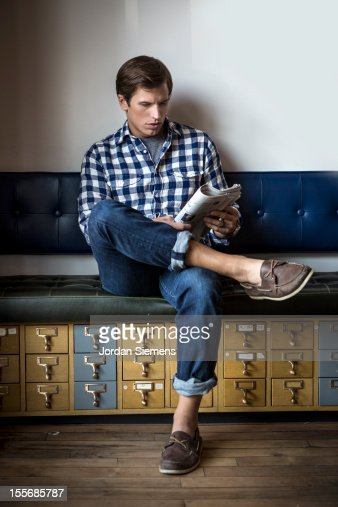 Stylish man reading a newspaper. : Stockfoto