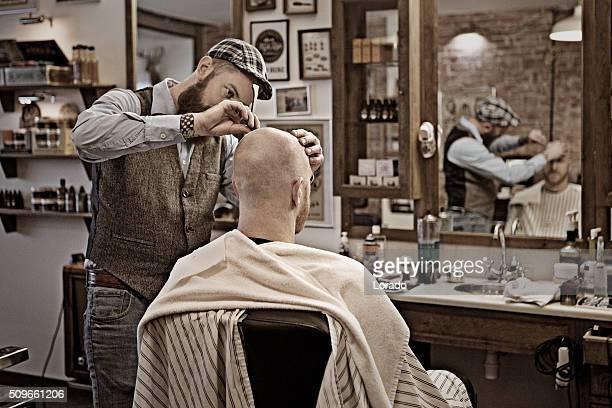 Estilo retrô barbudo Barbeiro com cliente barbudo homem Careca