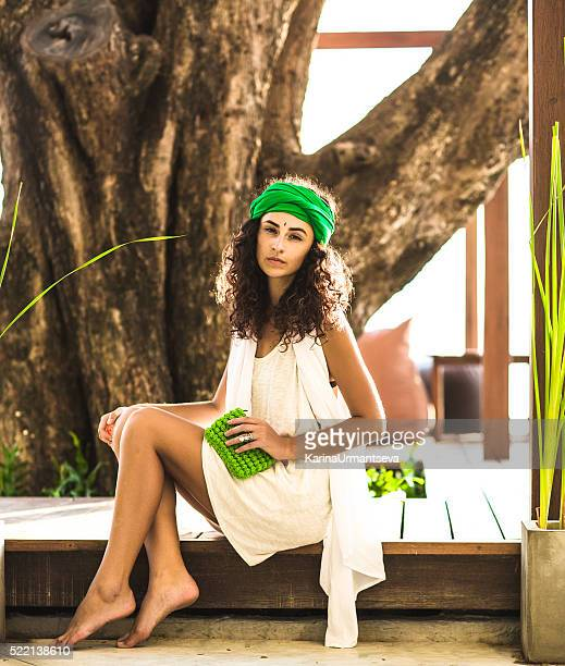 Stilvolle Frau im Café