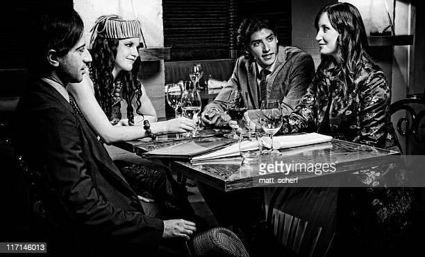 Chic jeunes dans un Restaurant