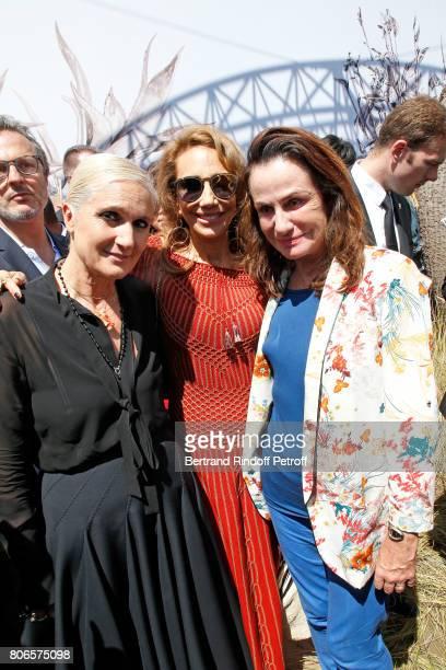 Stylist Maria Grazia Chiuri Marisa berenson and Georgina Brandolini d'Adda pose backstage after the Christian Dior Haute Couture Fall/Winter 20172018...