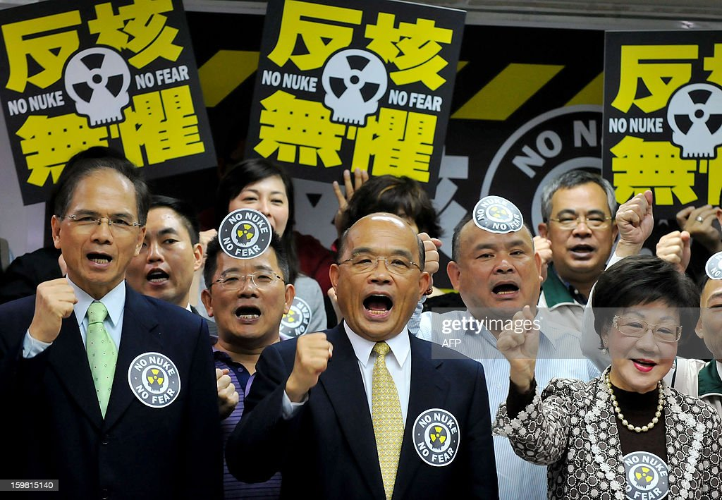 Su Tseng-chang (C), chairman of Taiwan's main opposition Democratic Progressive Party (DPP), gestures while chanting slogans during an anti-nuclear press conference in New Taipei City on January 21, 2013. The party said January 21 that they have collected more than 30,000 signatures for a referendum petition aimed to deter commercial operation of the island's fourth nuclear power plant in the north, alleging that the half-completed plant is unsafe and its operation might endanger Taiwan. AFP PHOTO / Mandy CHENG
