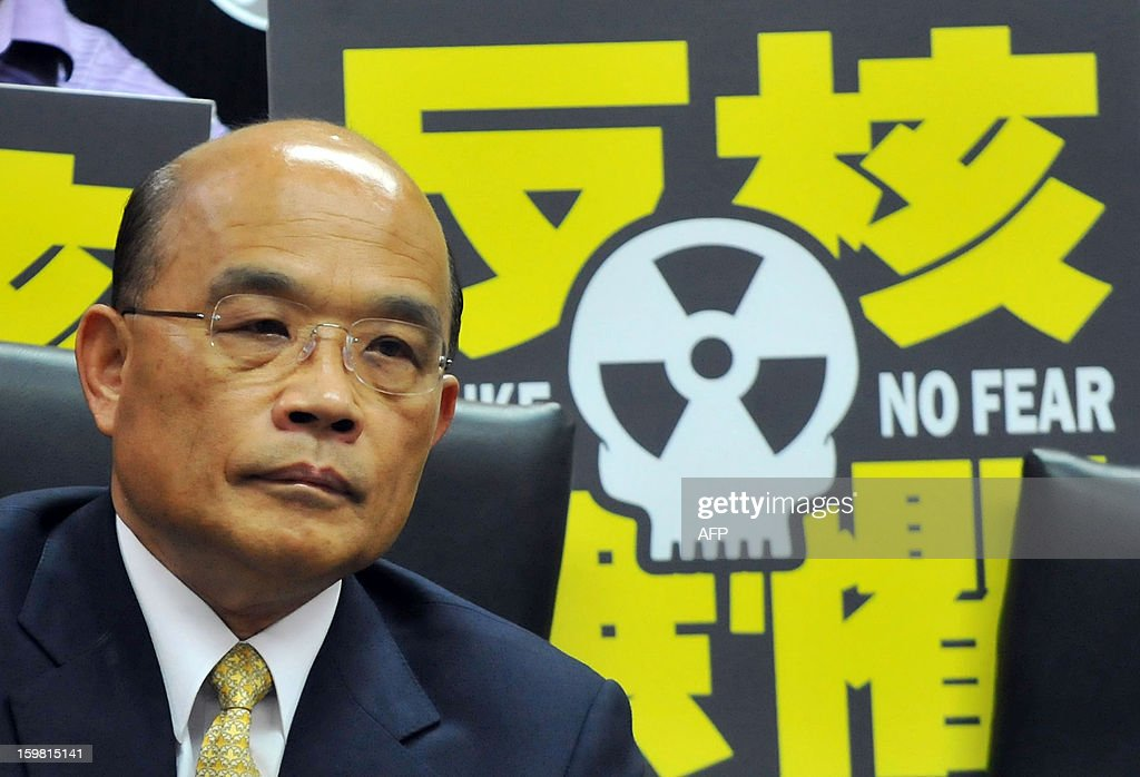 Su Tseng-chang, chairman of Taiwan's main opposition Democratic Progressive Party (DPP), listens during an anti-nuclear press conference in Newe Taipei City on January 21, 2013. The party said on January 21 that they have collected more than 30,000 signatures for a referendum petition aimed to deter commercial operation of the island's fourth nuclear power plant in the north, alleging that the half-completed plant is unsafe and its operation might endanger Taiwan. AFP PHOTO / Mandy CHENG
