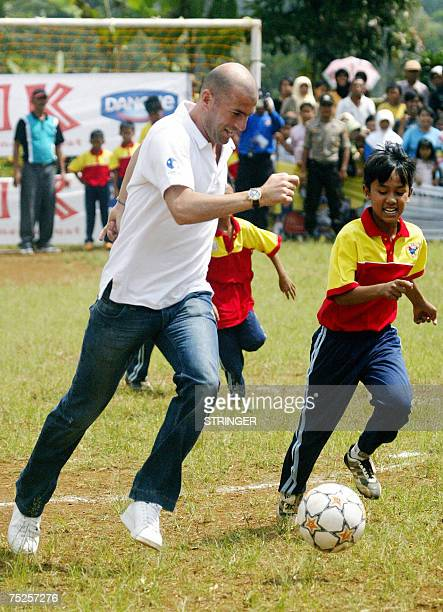 French football star Zinedine Zidane plays with children in Subang West Java 07 Juli 2007 Zidane travelled to the rural village in Indonesia to hold...