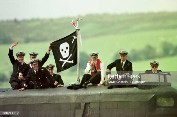 Submariners celebrate as the British submarine HMS Splendid which took part in the Nato campaign to bring peace to Kosovo will return to her home...