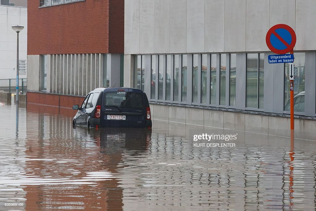 A submerged car is pictured in the flooded town of Roeselare following heavy rainfalls, on May 31, 2016. / AFP / Belga / KURT DESPLENTER / Belgium OUT