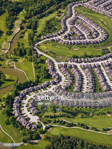 Vue aérienne de la banlieue