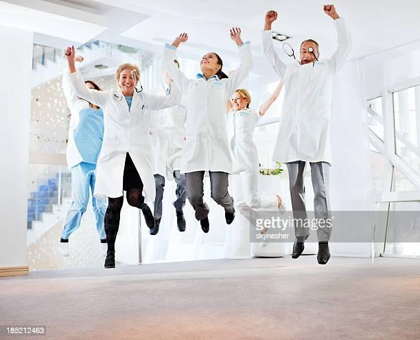 Éxitos equipo de médicos.