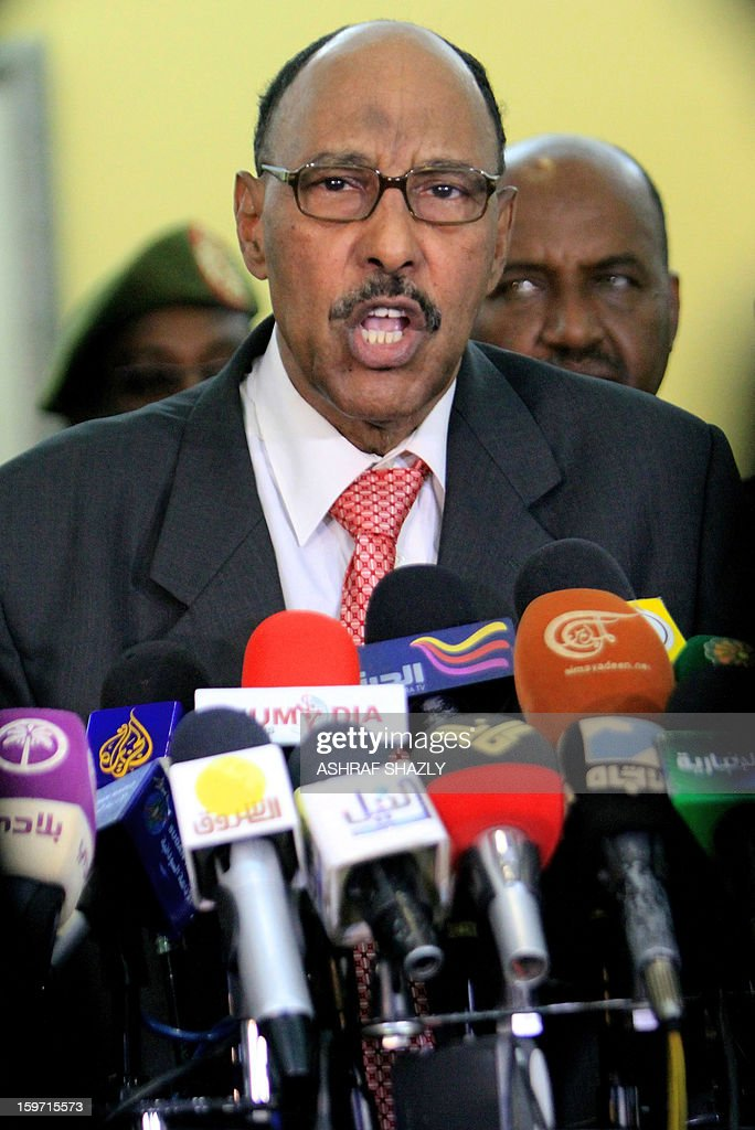 Sudanese Defence Minister Abdelrahim Mohamed Hussein gives a press conference at Khartoum airport on January 19, 2013 following his return from Addis Ababa. AFP PHOTO / ASHRAF SHAZLY