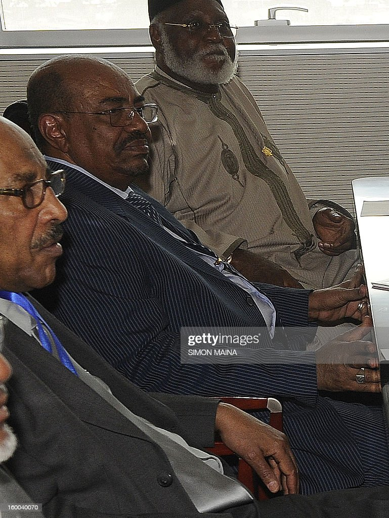 Sudanese President Omar Al Bashir (C) attends on January, 25, 2013 before closed-door talks in Adis Ababa. Sudanese President Omar al-Bashir and his Southern counterpart Salva Kiir met at the African Union-mediated talks for the second time this month to push deals signed in September after bloody border conflict broke out last year. MAINA
