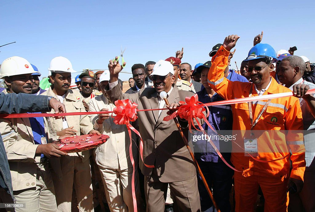 Sudanese President Omar al-Bashir inaugurates Baleela airport near Kalshubi in Southern Kordofan, on December 27, 2012, before heading to launch the production of Hadida oil field which is located on the border between East Darfur state and South Kordofan, the country's main oil-producing area. Sudan opened its second new oil field in a week, as the country struggles to make up for the loss of billions of dollars in oil revenues lost when South Sudan separated. AFP PHOTO / STR
