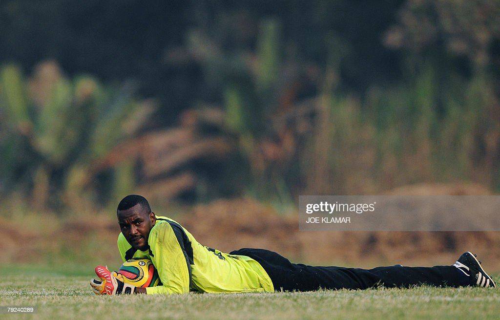 Sudan's goalie Abdalla Elmuez Muhgoub takes a break during Sudan's national football team practice in Kumasi 25 January 2008 during the African Cup of Nations football championship.