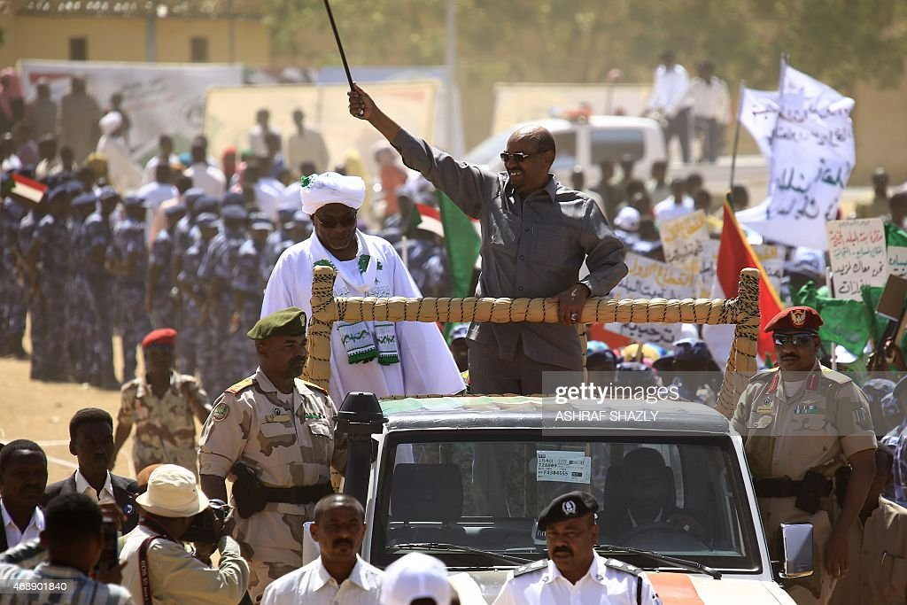 Sudan's President Omar al-Bashir (C) waves to the crowd during a campaign rally for the upcoming presidential elections in El-Fasher, in North Darfur, on April 8, 2015. Sudanese go to the polls on April 13 in legislative and presidential elections widely expected to return Omar al-Bashir to power for another five years. AFP PHOTO / ASHRAF SHAZLY
