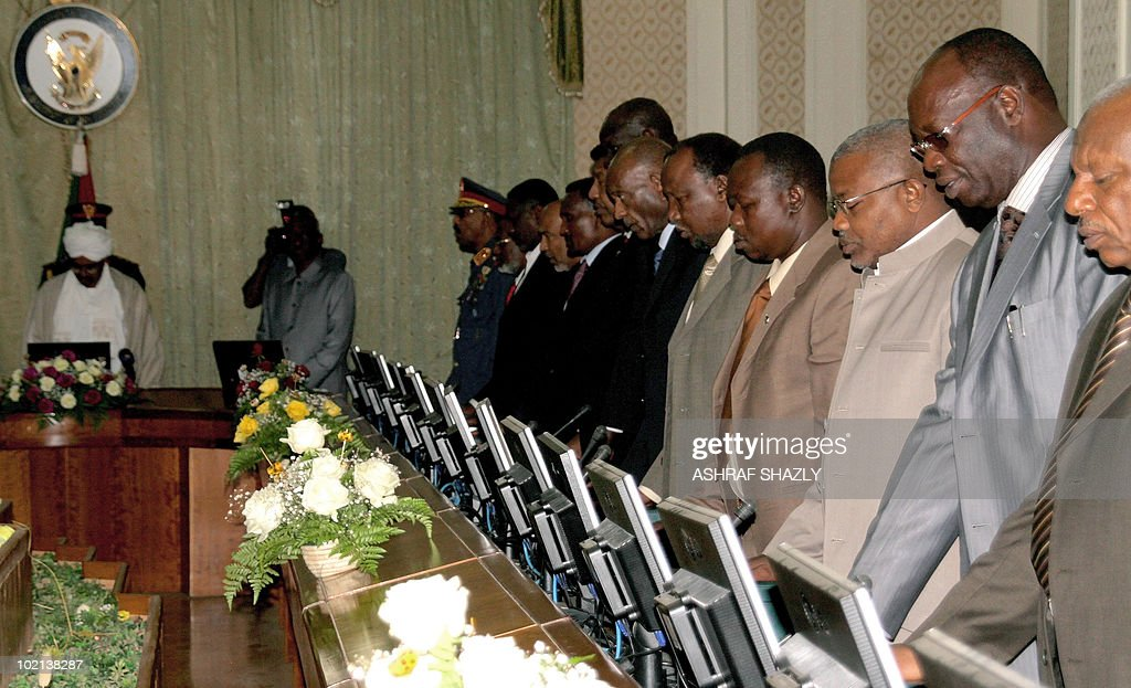 Sudan's President Omar al-Beshir (top) chairs the newly appointed Sudanese ministers after they were sworn in, on June 16, 2010, in Khartoum. The new government, consisting of 24 members of the president's National Congress Party, eight members of the former southern rebel Sudan People's Liberation Movement and three small parties, must tread carefully to reach the key referendum on independence for south Sudan scheduled for January.