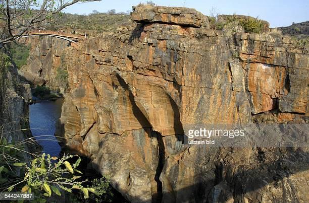 Blyde River Canyon Bourke`s Luck Potholes zylindrische Loecher die über Millionen Jahre vom Fluss in den Felsen gefraest wurden
