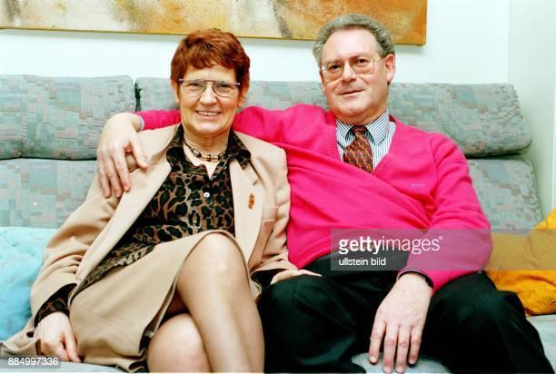 Suessmuth Rita Politikerin CDU D mit Ehemann Prof Dr Hans Suessmuth in ihrem Haus in Neuss