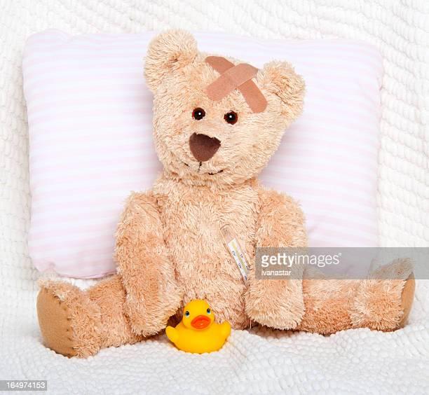 Leiden verletzte süßen Teddybär mit Bandage