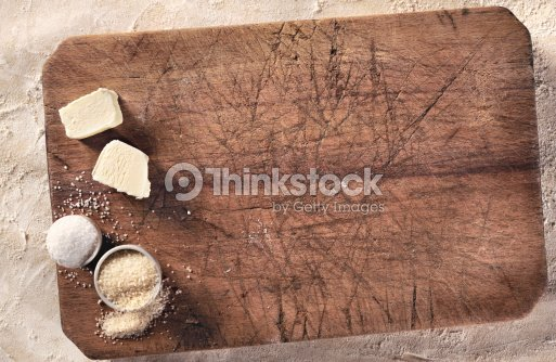 Zucchero Impasto Per Il Pane E Burro Su Colpi Tagliere Foto Stock