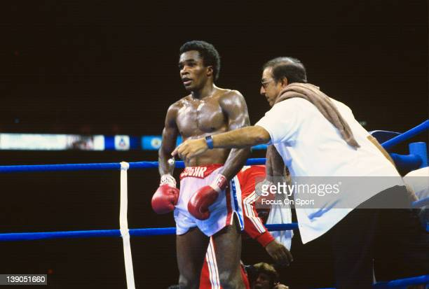 Sugar Ray Leonardleft is back in his corner with trainer Angelo Dundee right during a scheduled fifteen round WBC welterweight title fight against...