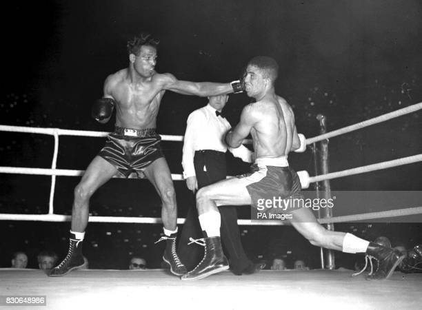 Sugar Ray Robinson throwing a long left to the head of Randolph Turpin during their title bout at Earls Court in London in July 1951 * 10/7/01 Stars...