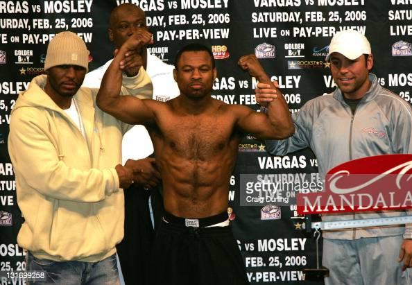 Sugar Shane Mosley with Bernard Hopkins and Oscar De La Hoya before themiddleweight 'Showdown' against Fernando Vargas at the Mandalay Bay Resort in...