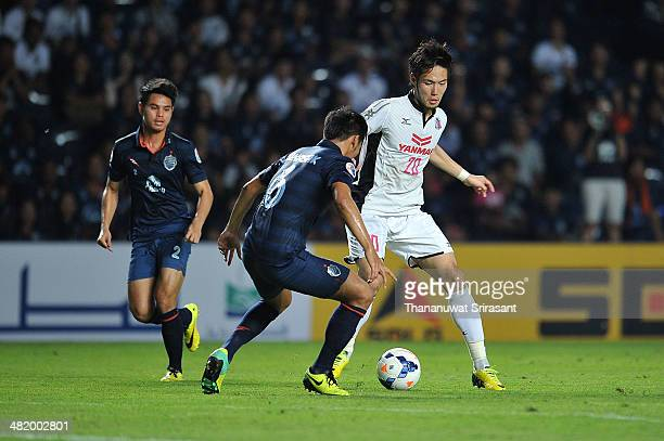 Sugimoto Kenyu of Cerezo Osaka holds the ball from Tanasak Srisai of Buriram United during the AFC Asian Champions League Group E match between...