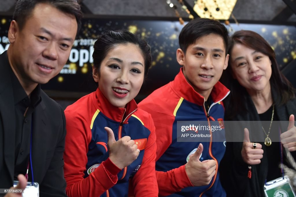 Вэньцзин Суй - Цун Хань / Wenjing SUI - Cong HAN CHN - Страница 11 Sui-wenjing-and-han-cong-of-china-gesture-following-their-pairs-free-picture-id872734570
