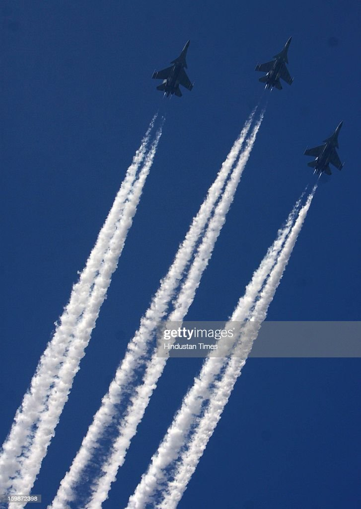 Sukhoi fighter planes fly past during rehearsal for the Republic Day parade 2013 at Rajpath on January 21, 2013 in New Delhi, India.