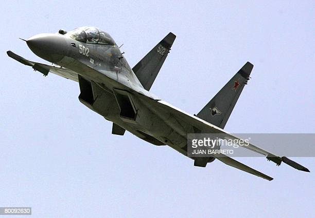 A Sukhoi30 Russianmade fighter jet recently acquired by the Venezuelan Army overflies Caracas on July 5 2006 during a military parade celebrating...