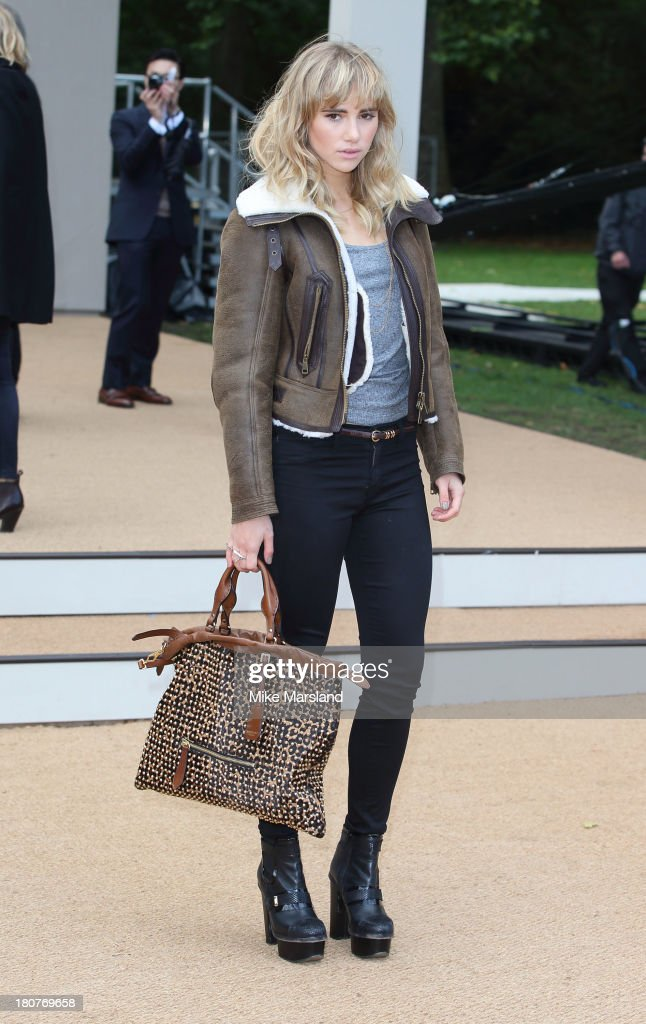 <a gi-track='captionPersonalityLinkClicked' href=/galleries/search?phrase=Suki+Waterhouse&family=editorial&specificpeople=7591336 ng-click='$event.stopPropagation()'>Suki Waterhouse</a> attends the Burberry Prorsum show during London Fashion Week SS14 at Kensington Gardens on September 16, 2013 in London, England.