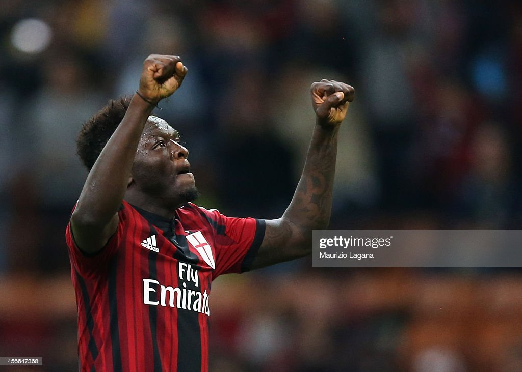 Sulley Muntari of Milan celebrates after scoring the opening goal during the Serie A match between AC Milan and AC Chievo Verona at Stadio Giuseppe Meazza on October 4, 2014 in Milan, Italy.