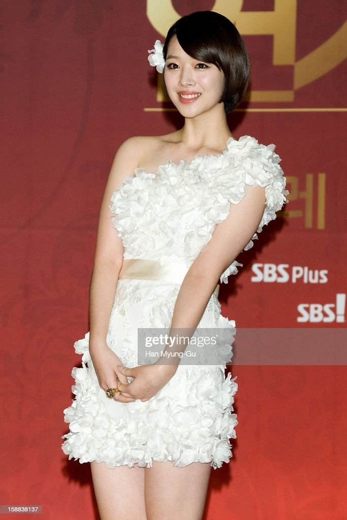 Sulli of South Korean girl group f(x) attends during the 2012 SBS Drama Awards at SBS Prism Tower on December 31, 2012 in Seoul, South Korea.