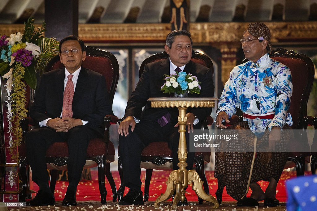 Sultan Hamengkubuwono X, Indonesian President Susilo Bambang Yudhoyono and Vice President Budiono attend the Royal Wedding Held For Sultan Hamengkubuwono X's Daughter Gusti Ratu Kanjeng Hayu And KPH Notonegoro on October 22, 2013 in Yogyakarta, Indonesia. Wedding celebrations will take place October 21-23 October. The wedding parade will include 12 royal horse drawn carriages and will be streamed live on the internet so that it can be watched by people all over the world.
