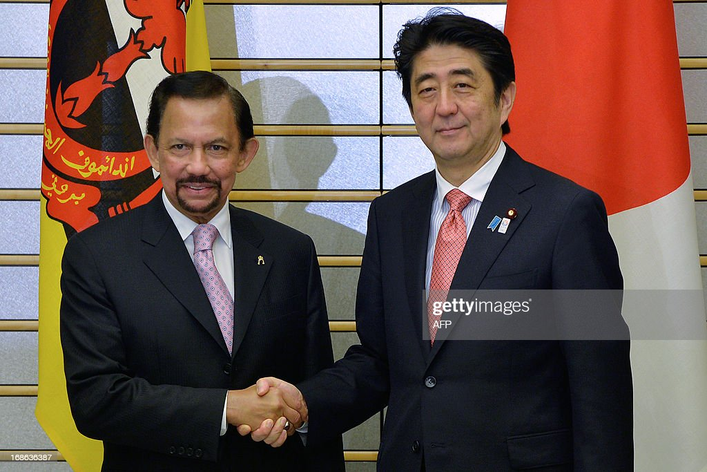 Sultan Hassanal Bolkiah of Brunei (L) shakes hands with Japanese Prime Minister Shinzo Abe at the start of their meeting at Abe's official residence in Tokyo on May 13, 2013.