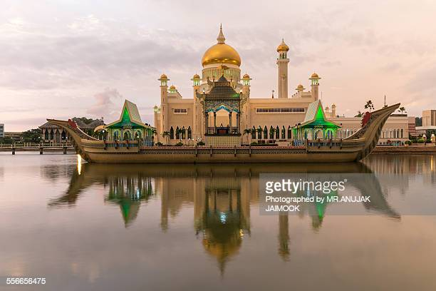 Sultan Omar Ali Saifuddien Mosque at Brunei
