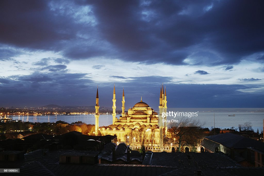 Sultanahmet Mosque (Blue Mosque) at dawn : Stock Photo