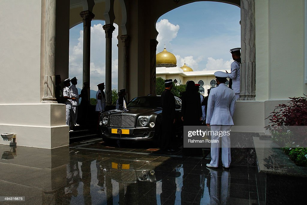 Sultans of other states arrive to pay their final respects during Sultan Azlan Shah's royal burial ceremony on May 29 2014 in Kuala Kangsar Perak...